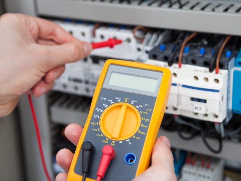 How to Use a Multimeter to Test Voltage of Live Wires